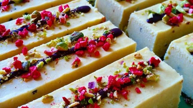 mango-passionfruit-cheesecake-grams-645x360